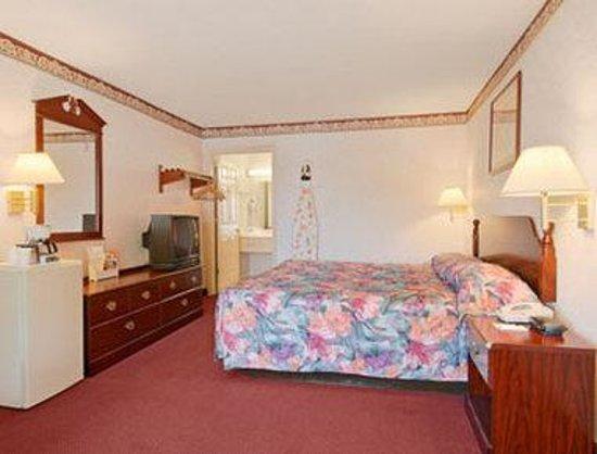 Days Inn Sumter: Standard King Bed Room