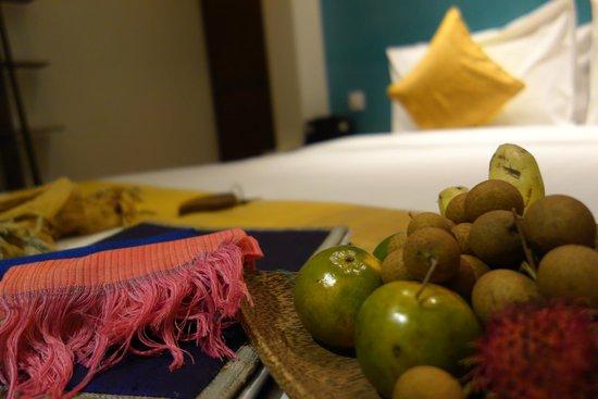 Navutu Dreams Resort & Wellness Retreat: free scarf and fruits