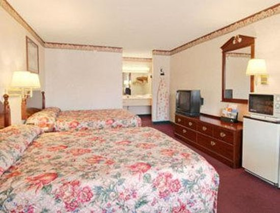 Days Inn Sumter: Standard Two Queen Bed Room