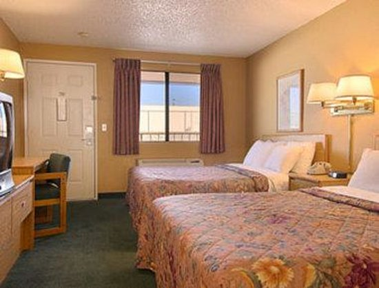 Days Inn EL Paso Airport East: Standard Two Queen Bed Room