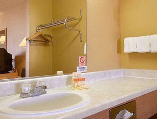Days Inn EL Paso Airport East: Bathroom