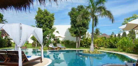 Navutu Dreams Resort & Wellness Retreat: family pool