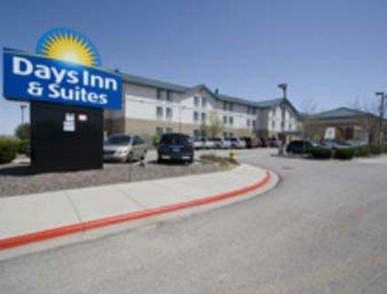 Days Inn & Suites Denver International Airport: Exterior
