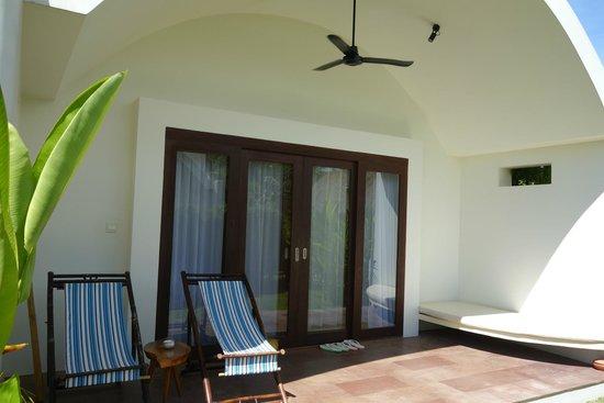 Navutu Dreams Resort & Wellness Retreat: porch area
