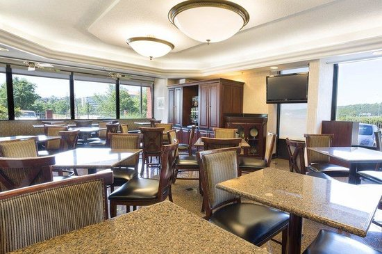 Drury Inn & Suites Birmingham Southeast: Breakfast Area
