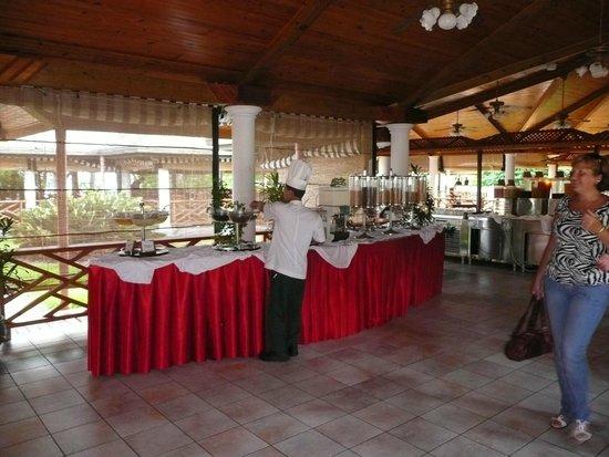 Sun Island Resort : В ресторане