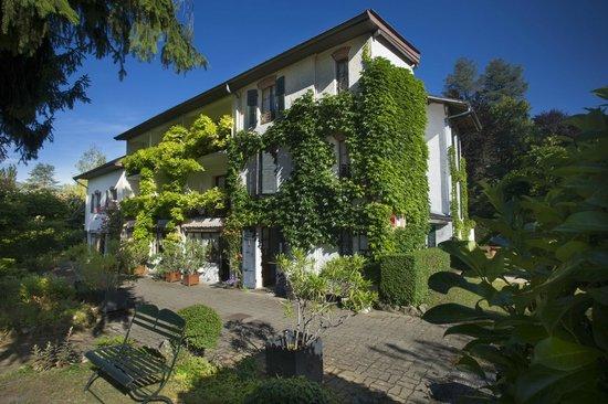 Hotel Beau Sejour: Façade côté jardin