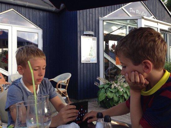 Den Blaa Café : Den Blå Cafe, stillinge strand