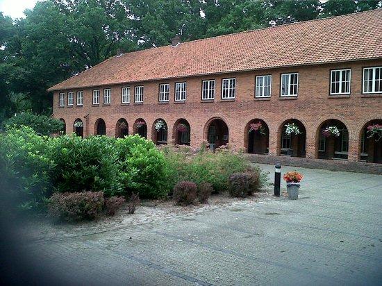 De Volksabdij : Vue extérieure de l'hôtel côté gauche