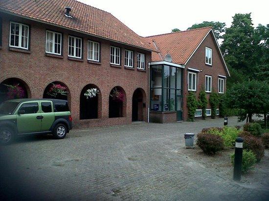 De Volksabdij : Vue extérieure de l'hôtel côté droit