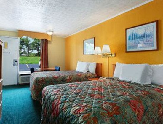 Days Inn Knoxville West: Standard Two DoubleBed Room