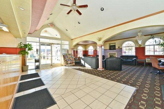 Americas Best Value Inn & Suites Colorado Springs: Lobby
