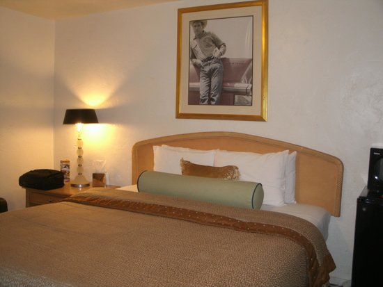 El Trovatore Motel: First Impression is Good