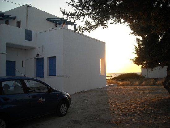 Ostria Vento : our can and the sunset from the parking area