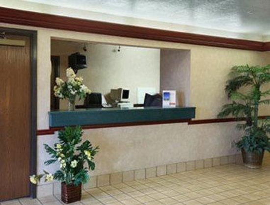 Derby Inn & Suites: Lobby