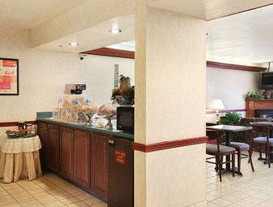 Derby Inn & Suites: Breakfast Area