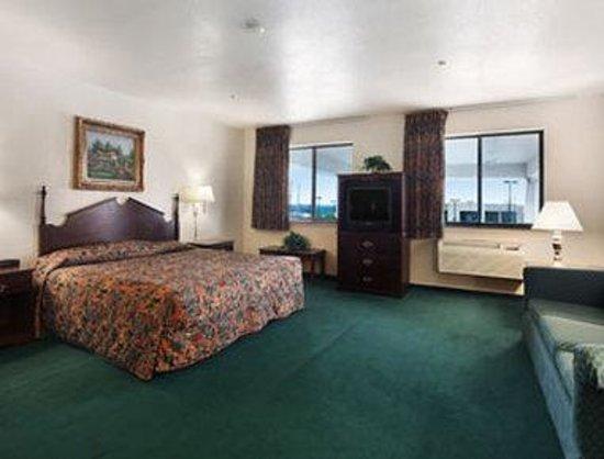Derby Inn & Suites: King Suite