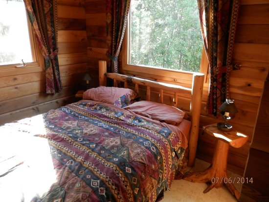Mica Mountain Lodge & Log Cabins: Schlafzimmer