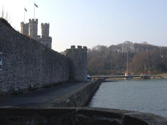 Caernarfon Castle: walls of Castle