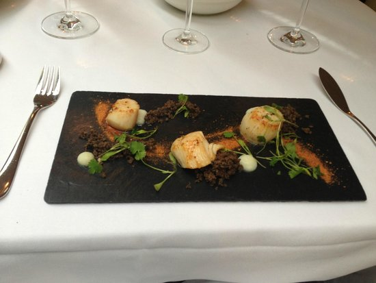 The Manor House Hotel : Scallop starter - great presentation, disappointing taste and texture :(