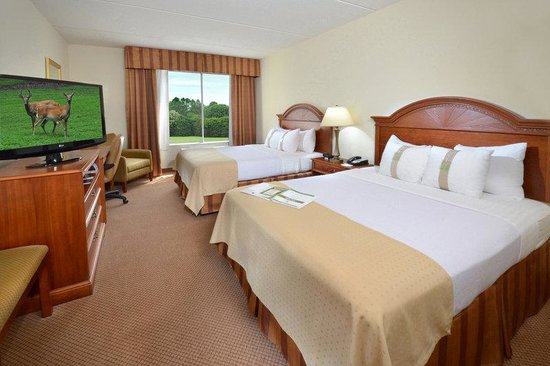 Holiday Inn Raleigh Durham Airport-Morrisville: Kick back and relax in our RDU hotel's rooms with two queen beds!