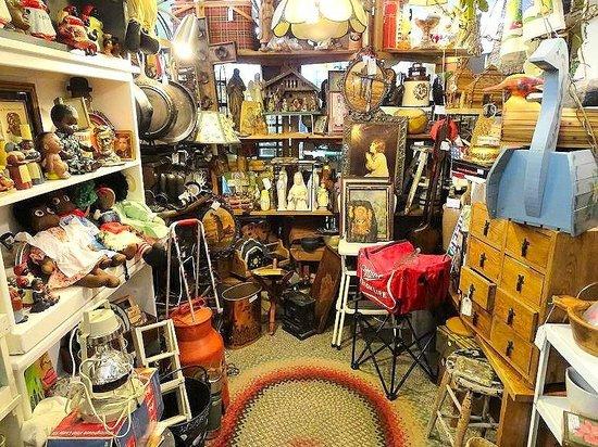 Daniel Boone Traders: inside