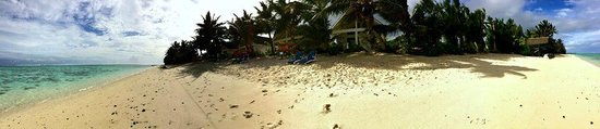 Vaimaanga, Cook Islands: Panorama shot of the villas and beachfront