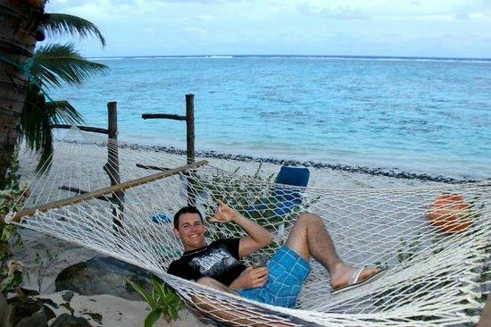 Cooks Bay Villas: Enjoying the hammock outside our villa