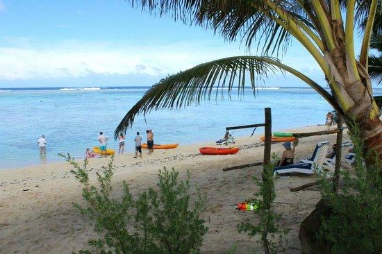 Cooks Bay Villas: Enjoying the beach