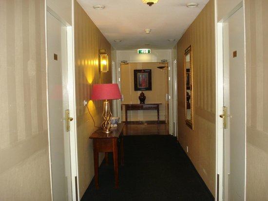 Fletcher Hotel-Restaurant Jan van Scorel: Gang naar de kamers