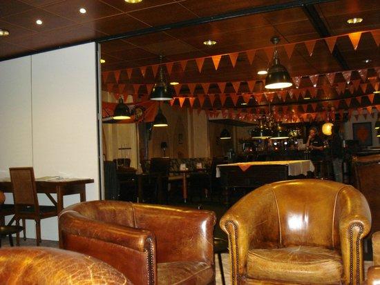 Fletcher Hotel-Restaurant Jan van Scorel: De bar