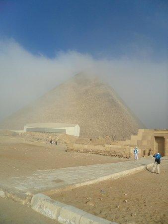 Pirámide de Keops: foggy