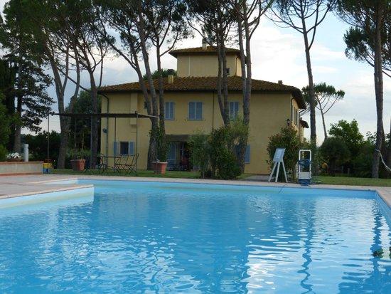 La Certaldina : la maison vue de la piscine
