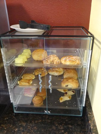 Econo Lodge Old Town: Bakery for breakfast.