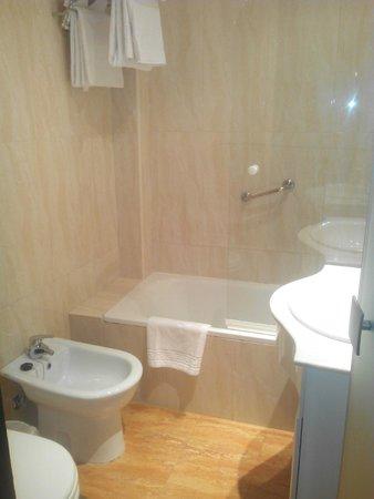 Hotel Macia Plaza: Baño de la habitación
