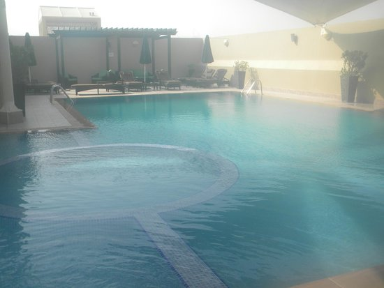Al Khoory Hotel Apartments: Rooftop pool