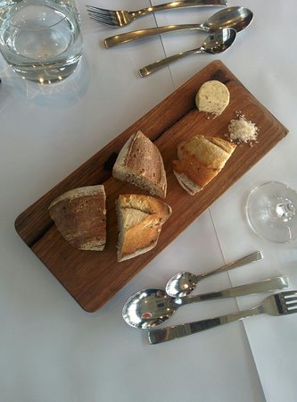 Knee Deep Winery Restaurant: Bread for starters. Excellent herb butter.