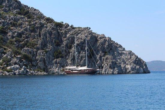 Marmaris Mountains: Яхта в море на фоне горы.