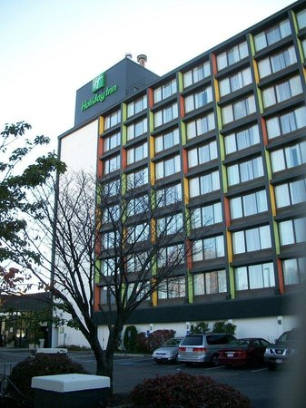 Holiday Inn Boston-Bunker Hill : Free parking, steps from the T, and nearby Harvard, MIT, and Tufts