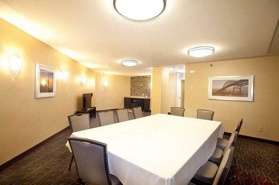 Holiday Inn & Suites Duluth Downtown : We offer smaller meeting spaces such as hospitality rooms.