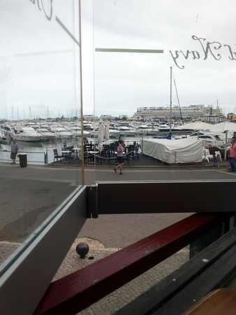 Old Navy Restaurant and Bar: View out over marina