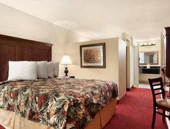 Baymont Inn & Suites Celebration: Suite