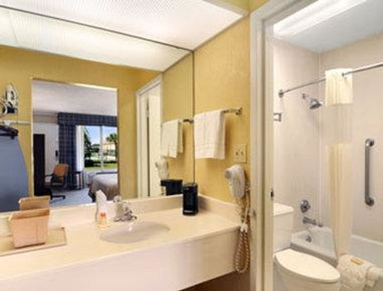Days Inn Jennings: Bathroom
