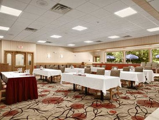 Ramada Ellsworth: Boardroom