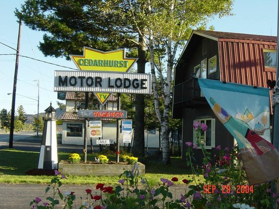 Cedarhurst Motor Lodge