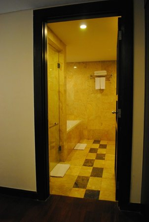 Dekuta Hotel : The bathroom, sink on right side