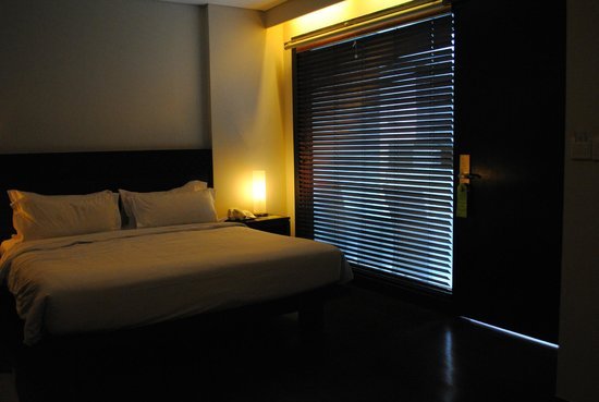 Dekuta Hotel : Window with blinds