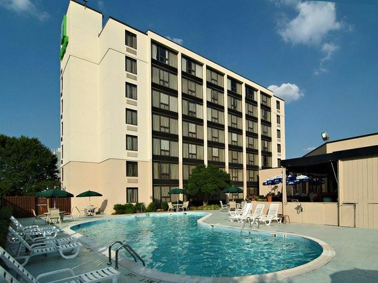 Marvelous Holiday Inn Washington DC / Greenbelt: Guest Patio And Seasonal Pool Area
