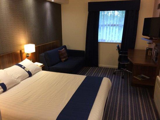Holiday Inn Express York : My room - keep the window closed.