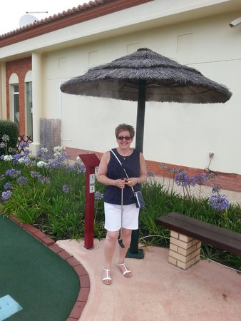 Family Golf Park: Can you see the mist coming out of umbrella?